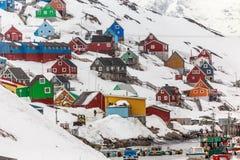 Buntes Dorf und Hafen Kangamiut in der Mitte von Nirgendwo Lizenzfreies Stockbild