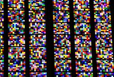 Buntes Fenster in der Kathedrale von Köln Stockfoto