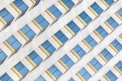 Buntes Fenster eines Wolkenkratzers Lizenzfreie Stockfotografie