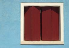 Buntes Fenster und Wand - Burano - Venedig lizenzfreies stockbild