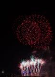 Buntes Feuerwerk über Köln Stockbild