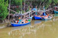 Buntes Fischboot Stockfotografie