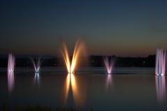 Buntes fountian und Sonnenuntergang Stockfotografie