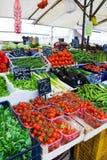 Buntes Gemüse im Markt Stockbild