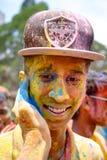 Buntes Gesicht während Holi-Festivals Stockfoto