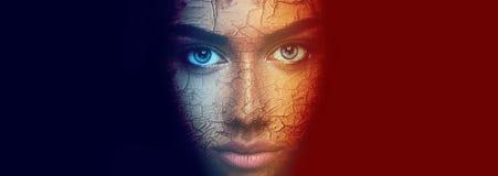 Buntes Gesichtsporträt der schönen sinnlichen jungen Frau stockbild