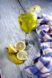 Buntes Getränk in einem Becher Lizenzfreie Stockfotografie