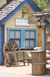 Buntes hölzernes Haus Stockfoto