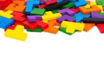 Buntes hölzernes Puzzlespiel für Kind auf weißem Hintergrund Lizenzfreies Stockfoto