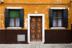 Buntes Haus in der Burano Insel, Venedig, Italien Lizenzfreie Stockfotografie