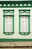 Buntes Haus und Fenster Stockfotos