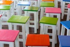 Buntes Holzstühle Lizenzfreies Stockbild