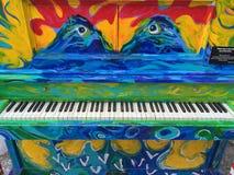Buntes künstlerisches gemaltes Klavier Stockbild