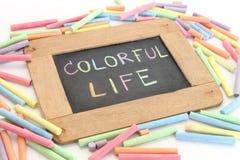 Buntes Leben des Buchstaben schreiben auf Tafel Stockbild