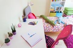 Buntes Mädchenzimmer Stockfoto