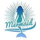 Buntes Meerjungfrauschattenbild Vector Logo oder beschriften Sie mit Meerjungfrau und Sonne Lizenzfreies Stockbild