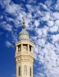 Buntes Minarett einer Moschee in Bahrain Lizenzfreie Stockbilder