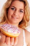 Buntes Muffin in der Hand Lizenzfreies Stockfoto