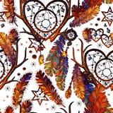 Buntes Muster mit Federn und Herzen auf Weiß Lizenzfreies Stockfoto