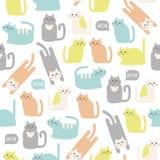 Buntes nahtloses Muster mit netten Katzen Lizenzfreie Stockbilder