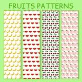 Buntes nahtloses Muster von Bananen, von Wassermelonen, von Kirschbeeren und von Äpfeln Lizenzfreie Stockfotografie