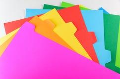 Buntes Papier lokalisiert auf weißem Hintergrund Stockbild