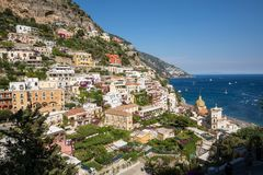 Buntes Positano, das Juwel der Amalfi-Küste stockfotografie