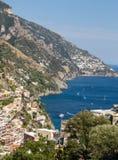 Buntes Positano, das Juwel der Amalfi-Küste, stockbild
