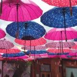 Buntes Regenschirm-Dach lizenzfreie stockbilder