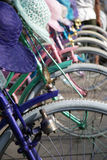 Buntes Retro- angeredetes bycicle lizenzfreie stockbilder