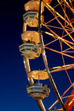Buntes Riesenrad an der Dämmerung Lizenzfreies Stockfoto