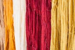 Buntes rohes thailändisches silk Thread Stockbilder