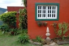 Buntes rotes Haus Stockbild