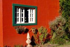 Buntes rotes Haus Stockfoto