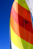 Buntes Segel auf einem Segelboot Lizenzfreie Stockfotografie