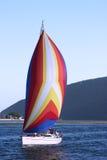 Buntes Segelnboot Stockbild