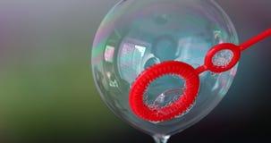 Buntes Seifenblase-Makro stock video