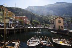 Buntes Stadtbild, Torbole, Italien Stockfotografie