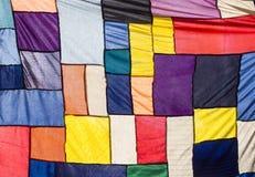 Buntes Stoff-Gewebe-Textilpatchwork-Zusammenfassung backgr Stockbilder