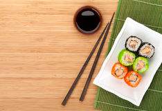 Buntes Sushi maki mit tobiko Stockfotografie