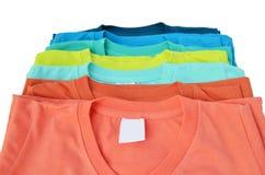 Buntes T-Shirt lizenzfreie stockfotografie