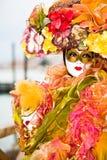 Buntes venetianisches Kostüm Stockbild