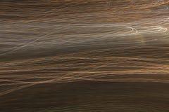 Buntes Wellenmuster gegen schwarzen Hintergrund Stockfotos
