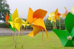 Buntes Windmühlenfeuerrad Stockfoto