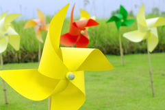 Buntes Windmühlenfeuerrad Stockfotos