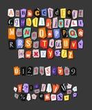 Buntes Zeitungsalphabet Handgemachter anonymer Satz Vektor-Buchstaben, Zahlen und Interpunktionszeichen Lizenzfreies Stockbild