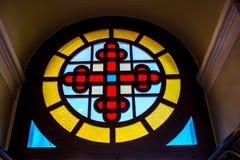 Buntglas in den Fenstern stockfotografie