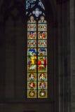 Buntglas in der Kathedrale lizenzfreie stockbilder