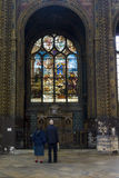 Buntglas in der Kirche lizenzfreie stockfotografie