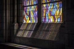 Buntglas in einer Kirche Stockfotos